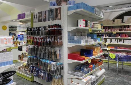 Arredamenti per negozi scaffali per negozi pannelli dogati