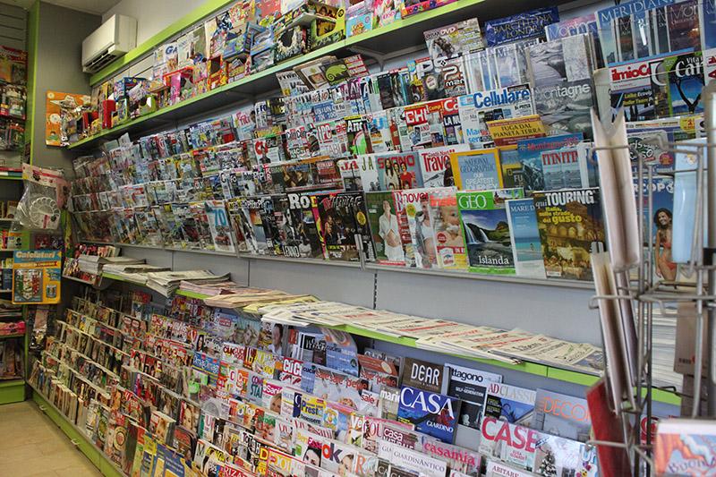 arredamento edicola arredo negozio edicola negozio giornali