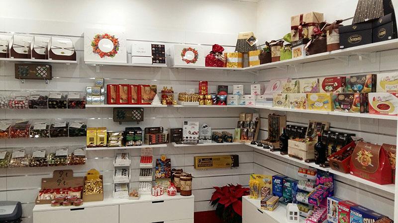 Arredamento negozio caramelle matera arredo negozio for Negozi arredamento low cost