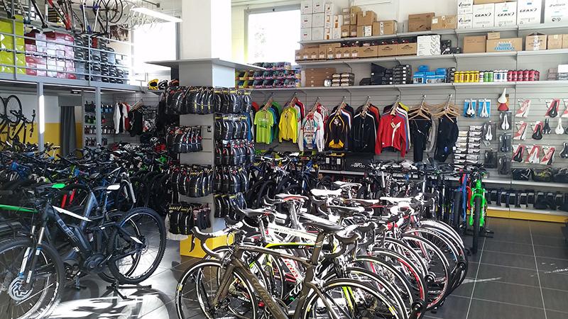 Arredamento negozio di biciclette arredo negozio cicli for Subito varese arredamento