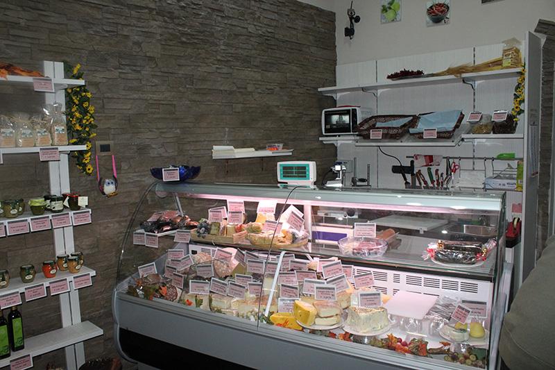 Arredamento negozio alimentare arredo market arredo for Negozio di metallo con appartamento