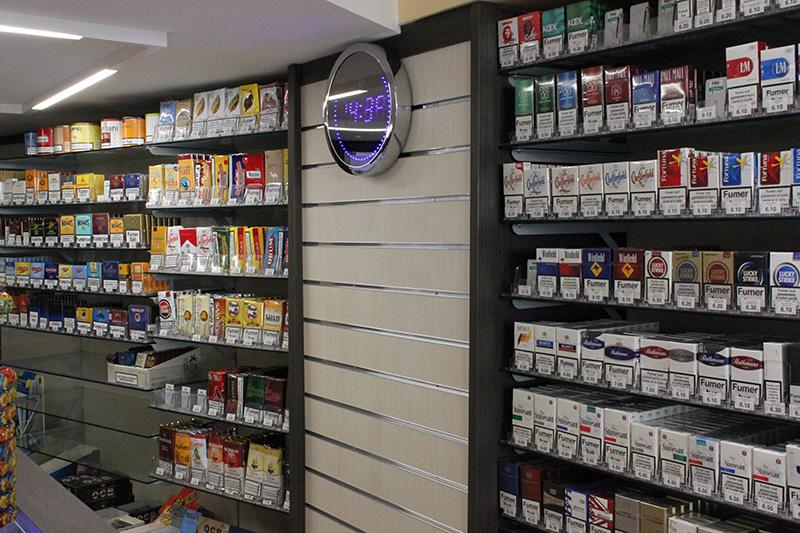 Arredamento tabaccheria arredo negozio sigarette elettroniche for Arredamento usato a milano