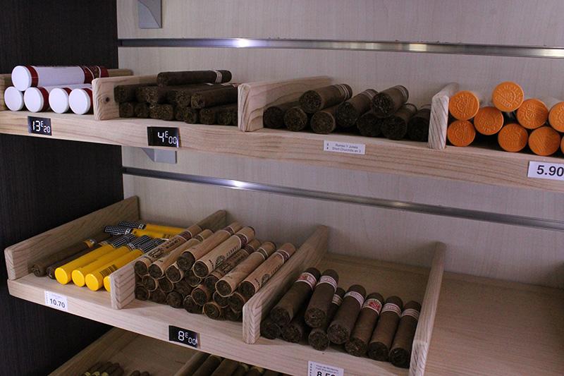 Arredamento tabaccheria torino arredo negozio sigarette for Torino arredamento