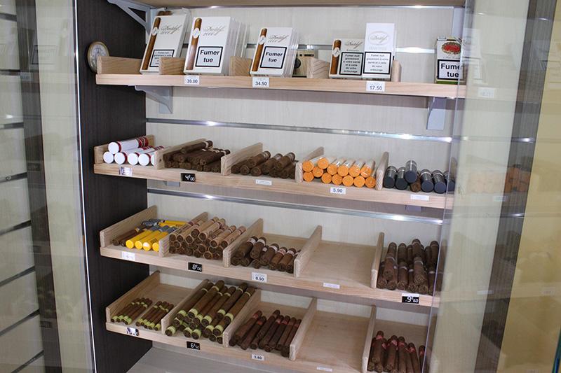 Arredamento tabaccheria milano arredo negozio sigarette for Arredo tabaccheria