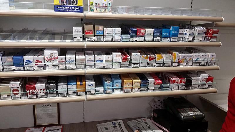 Arredamento tabaccheria arredo negozio sigarette elettroniche for Negozi arredamento usato milano