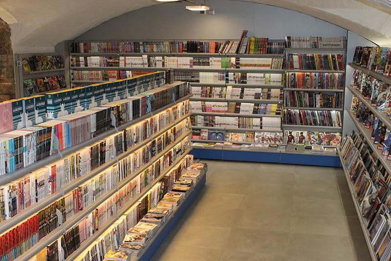 Arredo negozio fumetti arredo fumetteria scaffali per for Negozi arredamento milano