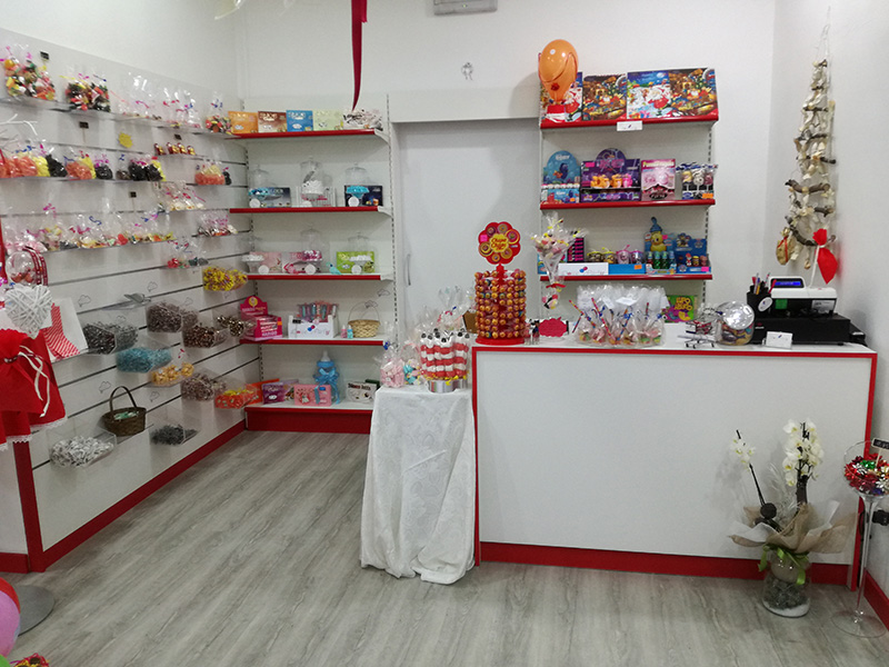 arredamento negozio articoli per feste , arredo negozio di dolci
