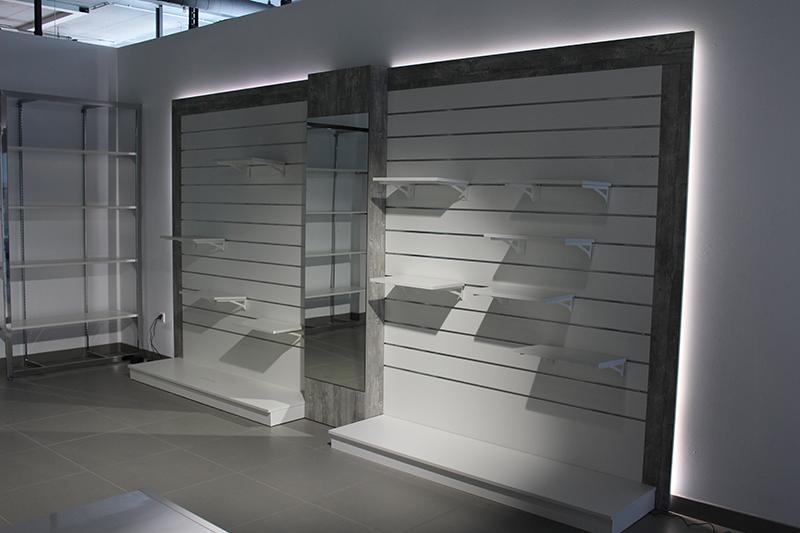 Arredamento negozio abbigliamento arredo negozi vestiti for Negozi arredamento