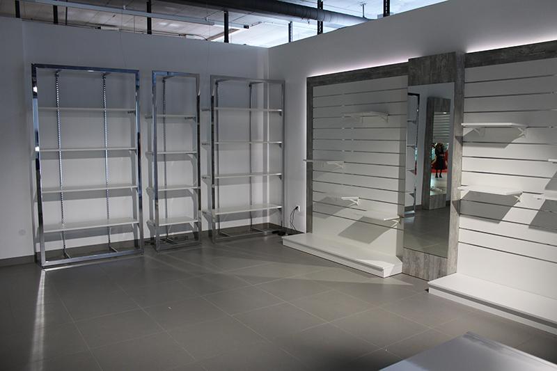 Arredamento negozio abbigliamento svizzera for Centro commerciale campania negozi arredamento
