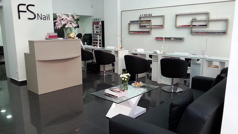 Arredamenti per negozi scaffali per negozi pannelli for Centro estetico arredamento