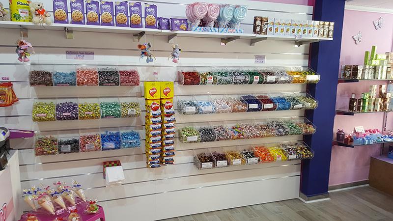 Arredamento negozio di caramelle pavia arredo negozio for Arredamento per parrucchieri usato