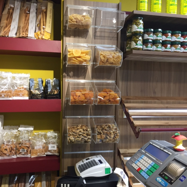 Arredo ortofrutta arredo negozio frutta e verdura for Idee per arredare un negozio di frutta e verdura