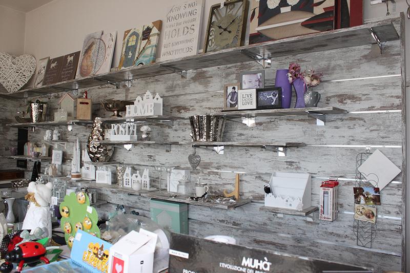 Arredamento negozio casalinghi e articoli regalo milano for Arredamenti casalinghi