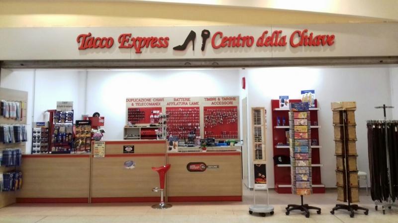 Arredo calzolaio , arredo negozio duplicazione chiavi Bergamo