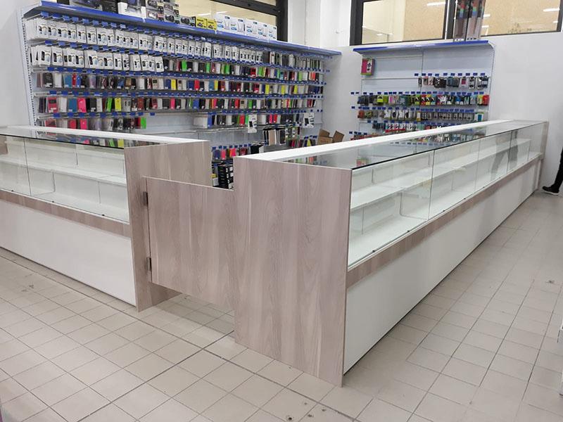 Banchi vendita banchi vetrina banchi per negozio for Arredo negozi torino