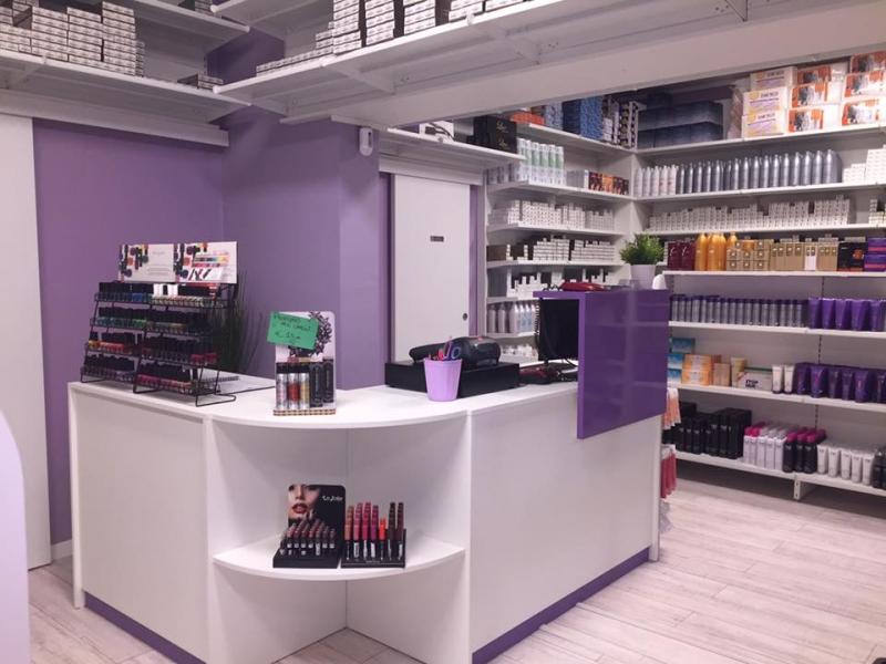 Arredamento per negozio di parrucchiere arredo negozio for Arredamento parrucchieri milano