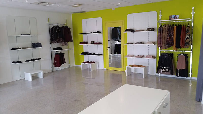 Arredamento negozio abbigliamento arredo negozi vestiti for Arredamento per esterni outlet