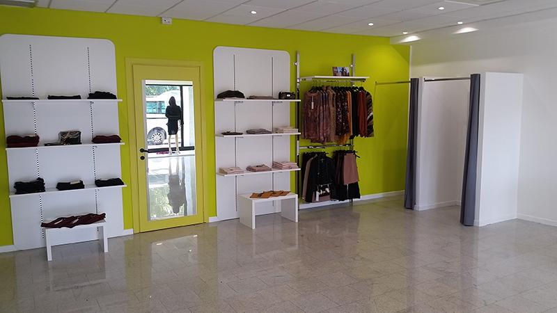 Arredamento negozio arredo outlet abbigliamento arredo for Arredamento outlet