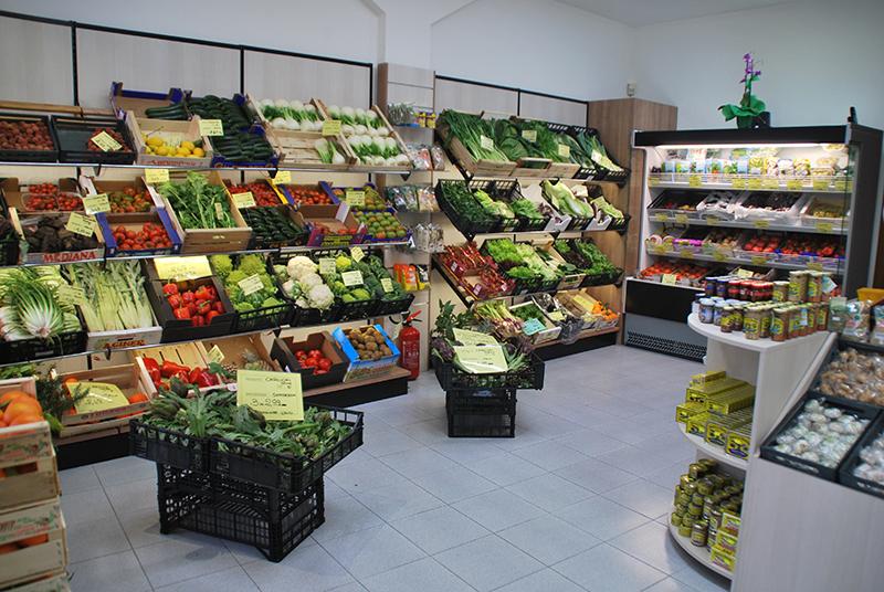Arredo ortofrutta milano arredamento negozio frutta e verdura for Arredamento ortofrutta in legno