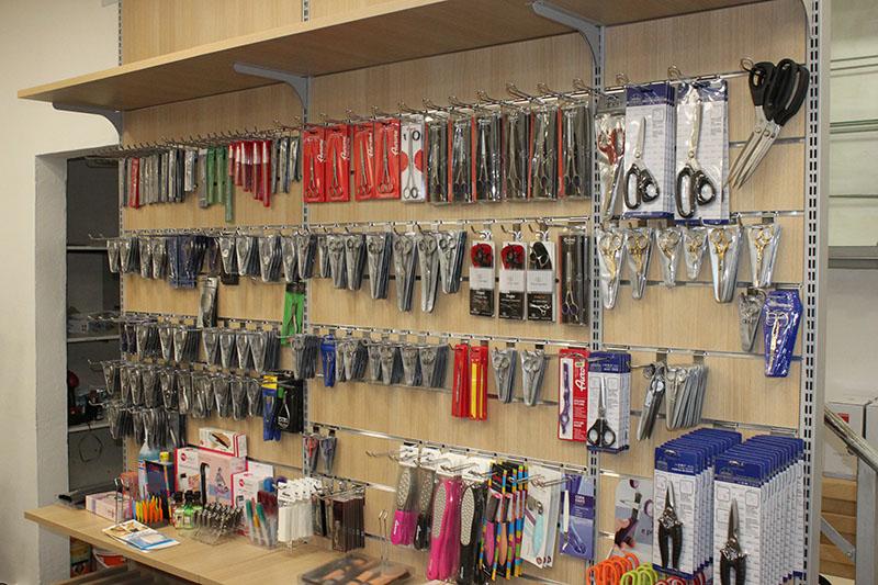 Arredamento negozi casalinghi coltelleria for Subito it bologna arredamento e casalinghi