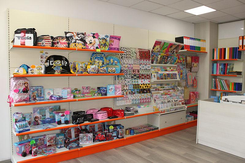Arredamento cartoleria arredo negozio cartoleria negozio for Arredamento per cartoleria