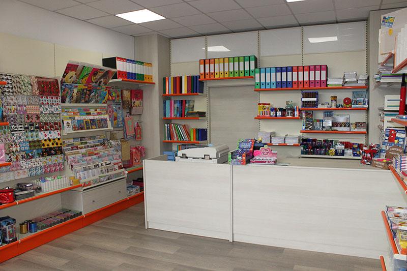 Arredamenti per negozi scaffali per negozi pannelli for Scaffali arredo