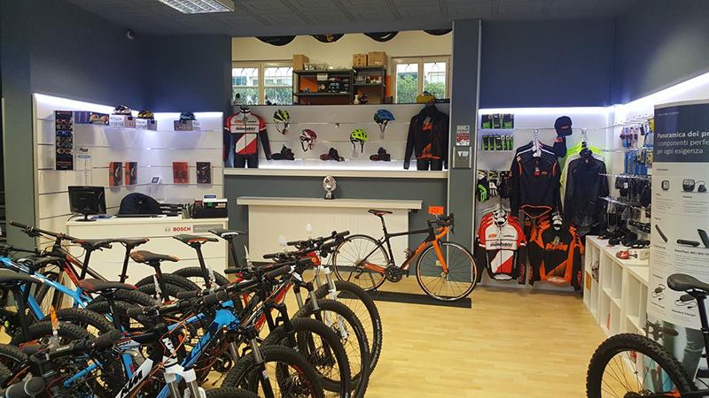 Arredamento negozio di biciclette arredo negozio cicli for Negozi arredamento como