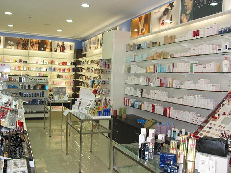 Arredamento negozio profumeria messina for Negozi arredamento messina