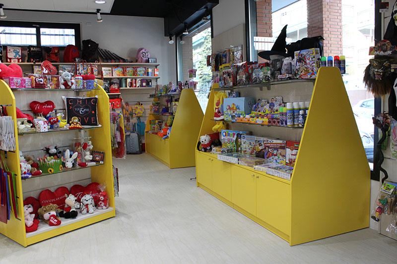Arredamento negozio cartoleria arredo cartoleria scaffale for Arredamento cartoleria