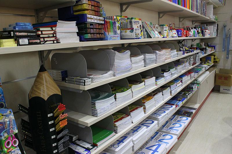 Arredamento negozio cartoleria arredo cartoleria scaffale for Arredamento per cartoleria