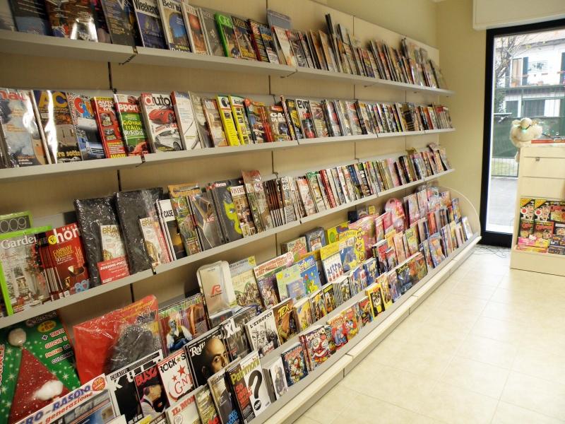 Arredamento edicola arredo negozio edicola negozio giornali for Subito varese arredamento