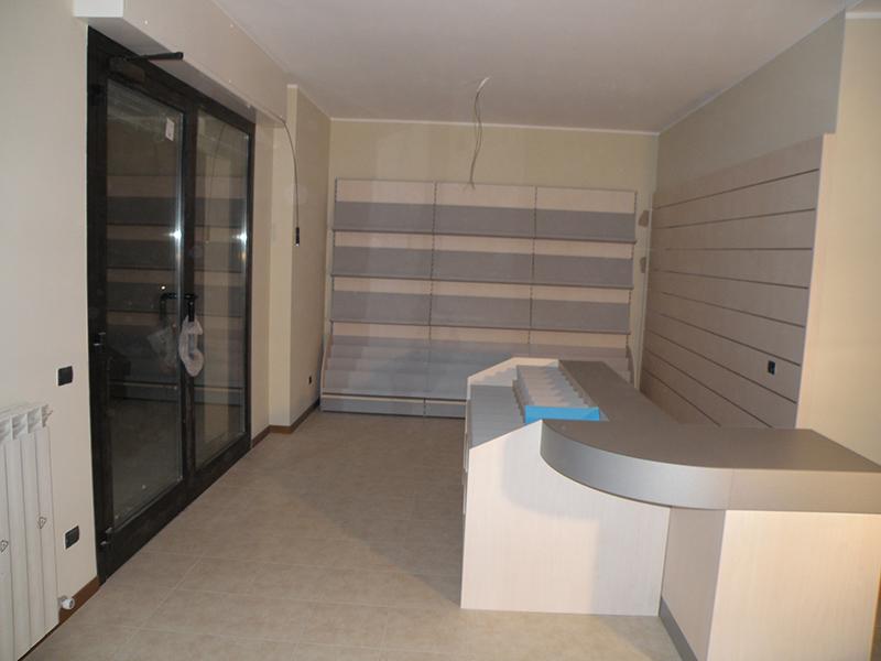 Arredamento edicola milano arredo negozio edicola milano for Arredamento edicola