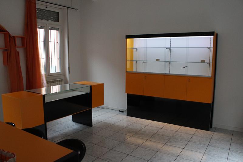 Arredamento tabaccheria arredo negozio sigarette elettroniche for Negozi arredamento brianza