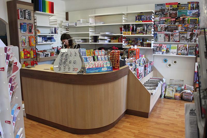 Arredamenti per negozi scaffalature per negozi pannelli for Arredamento economico milano