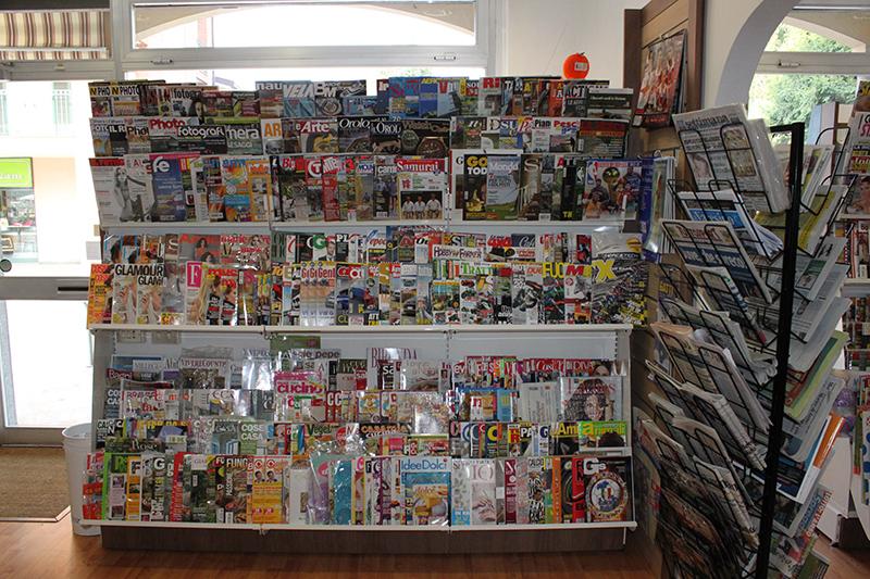Arredamento negozio cartoleria arredo negozio libreria for Subito varese arredamento