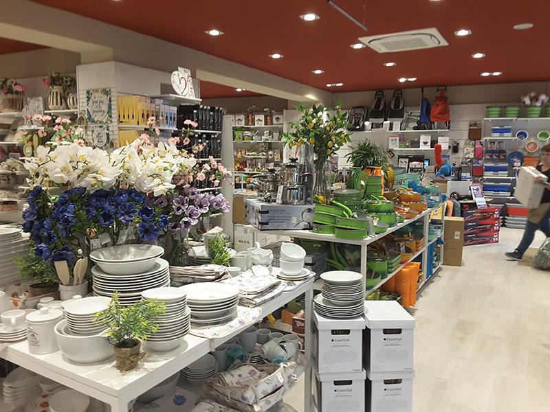 Arredamento negozio casalinghi torino for Arredamento per negozi torino