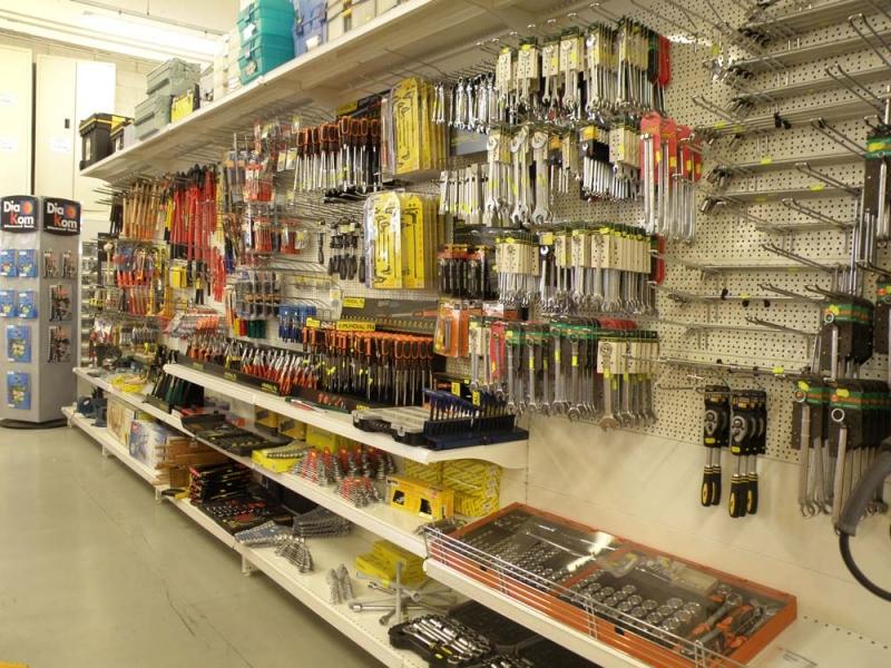 Arredamento negozio ferramenta fai da te arredo ferramenta for Arredamento brescia