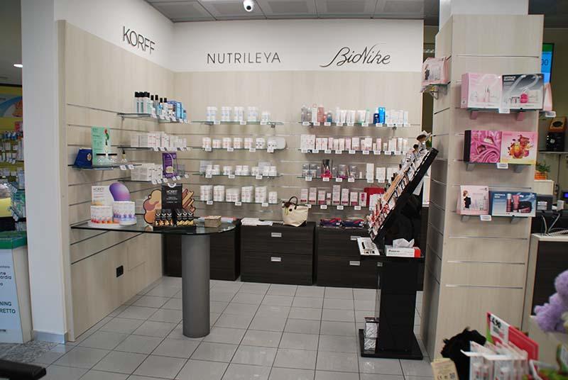 Arredamento negozio farmacia arredo farmacia for Subito varese arredamento