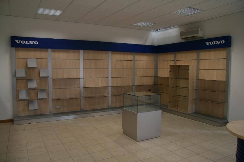 Arredamenti per negozi, scaffali per negozi, pannelli dogati ...
