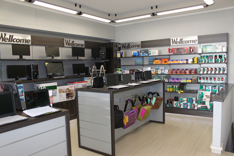 Arredamento per negozi di informatica arredo negozio computer for Catena negozi arredamento casa