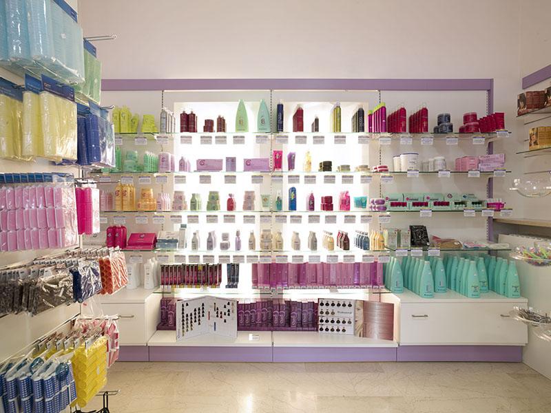 Arredo negozio profumeria arredamento per negozi profumi for Preventivo arredamento