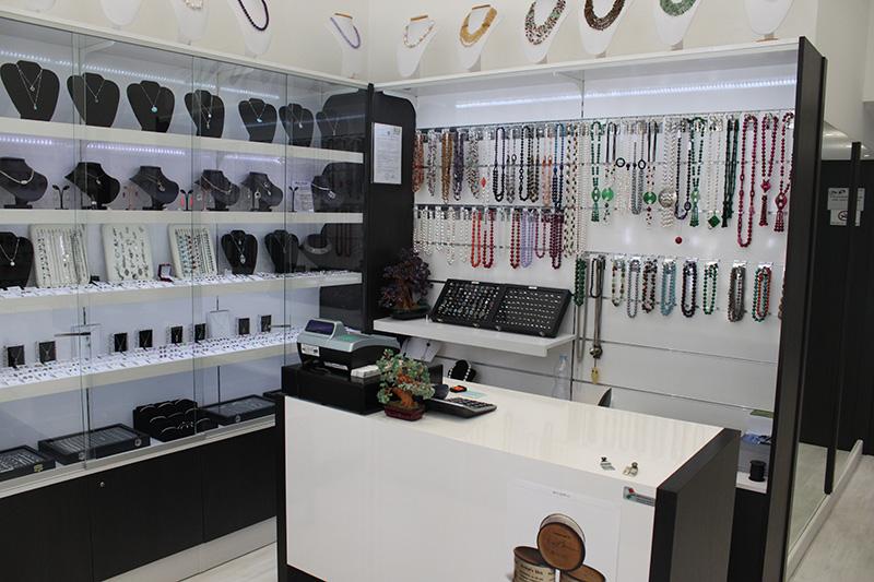 Arredamento negozio gioielli arredo gioielleria milano for Negozi arredamento