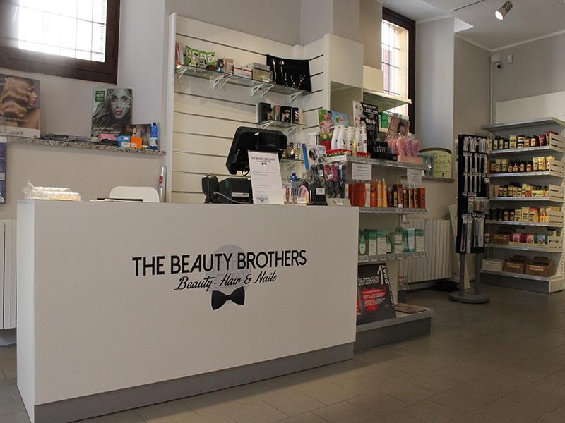 spesso arredamento negozio parrucchiere, arredo negozi parrucche Varese OT83