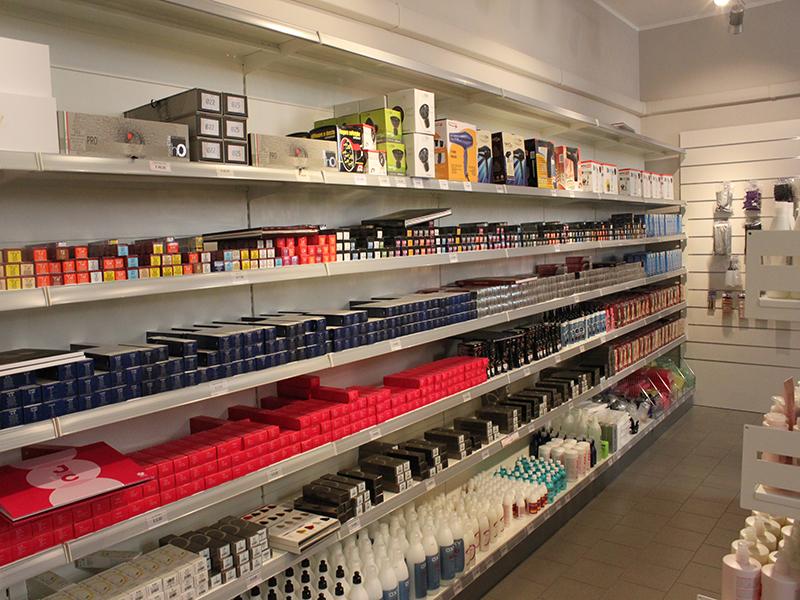Arredamento negozio parrucchiere arredo negozi parrucche for Subito varese arredamento