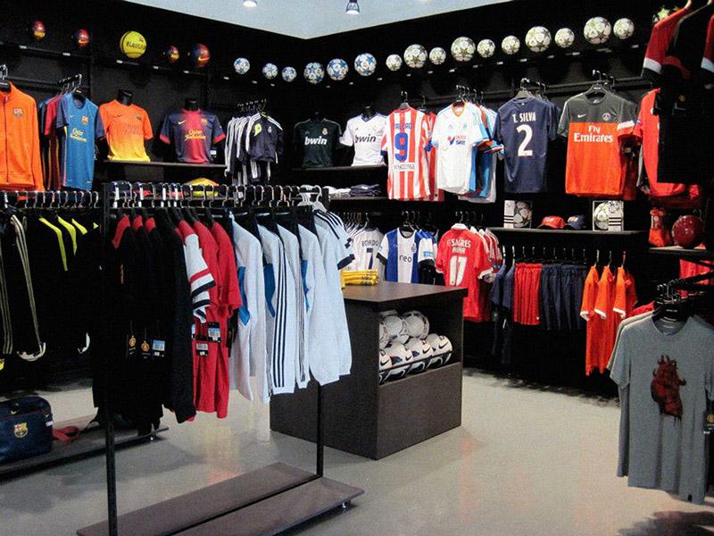 Arredamento negozio abbigliamento sportivo milano arredo for Negozi arredamento milano