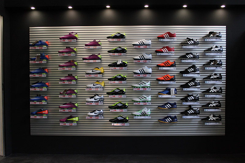 espositore scarpe da football