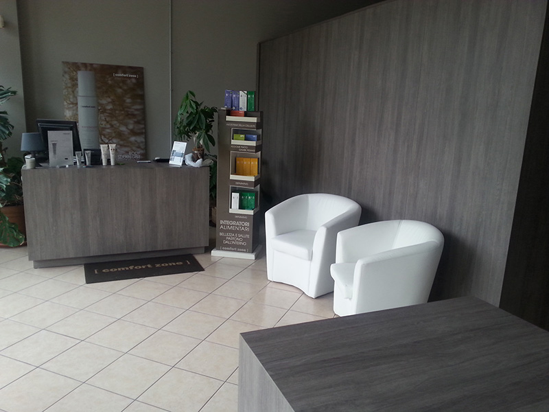 Arredamento centro estetico arredo negozio estetista for Negozi mobili milano