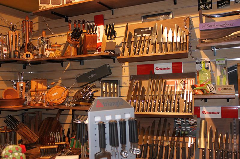 Arredamento coltelleria arredo negozio ferramenta for Arredamento negozi palermo