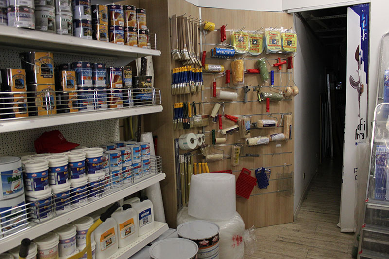 Arredamento colorificio segrate arredo negozio ferramenta for Arredamento ferramenta