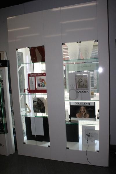 Arredamento gioielleria cesate arredo negozio gioielli milano for Arredamento a milano su subito